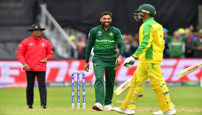 Pakistan´s Mohammad Amir (C) celebrates after the dismissal of Australia´s Usman Khawaja during the 2019 Cricket World Cup. Photo: AFP