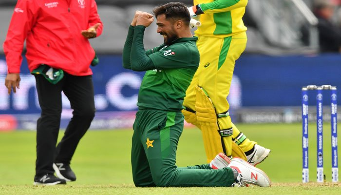 Pakistan´s Mohammad Amir (C) celebrates his fifth wicket during the 2019 Cricket World Cup group stage match between Australia and Pakistan. Photo: AFP