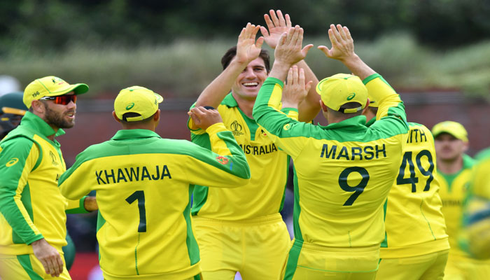 Australia´s Pat Cummins (C) celebrates with teammates after the dismissal of Pakistan´s Fakhar Zaman during the 2019 Cricket World Cup. Photo: AFP.