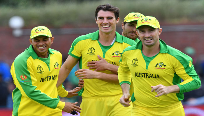 Australia´s Pat Cummins (C) celebrates with teammates after the dismissal of Pakistan´s Fakhar Zaman during the 2019 Cricket World Cup. Photo: AFP