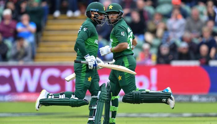 Pakistan´s Imam-ul-Haq (R) and Pakistan´s Mohammad Hafeez run between the wickets during the 2019 Cricket World Cup. Photo: AFP
