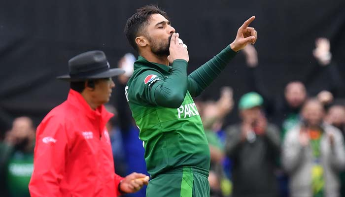 Pakistan´s Mohammad Amir (R) celebrates after the dismissal of Australia´s captain Aaron Finch during the 2019 Cricket World. Photo: AFP