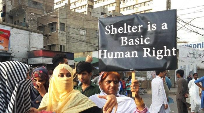 KCR affectees, women demand immediate resettlement in light of Karachi heatwave