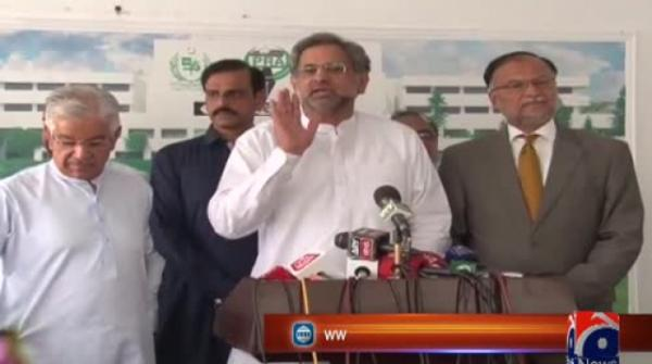 Shahid Khaqan, Khawaja Asif slam govt, say not afraid