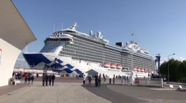 Number of luxury cruise ship vacationers rises to 25 million