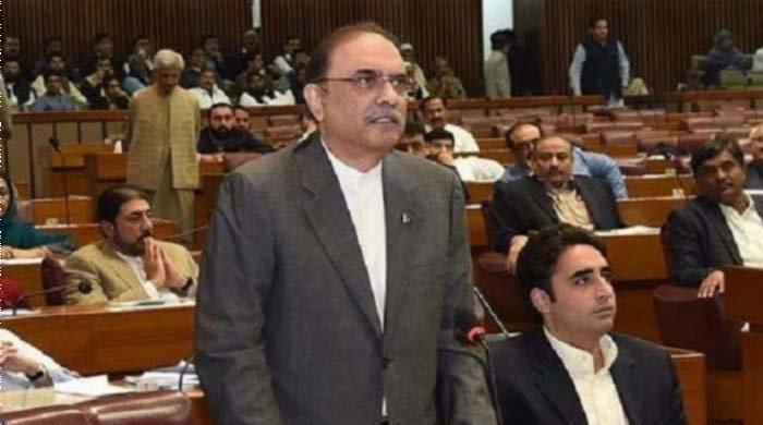 Zardari accuses government of 'blackmailing NAB chairman'