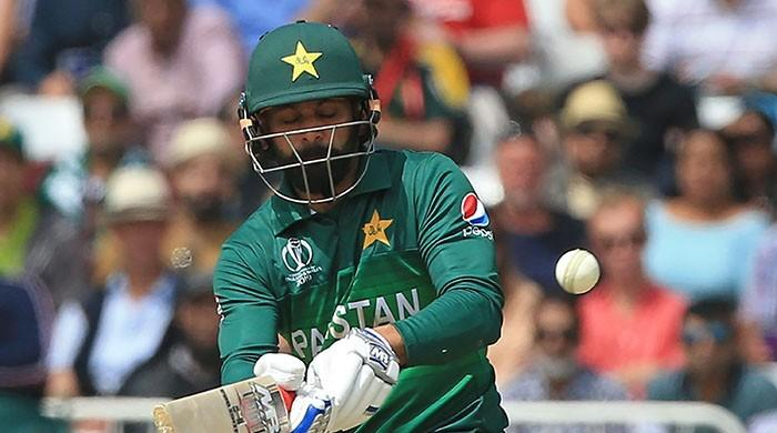 Should Pakistan continue with Hafeez for key match against New Zealand?