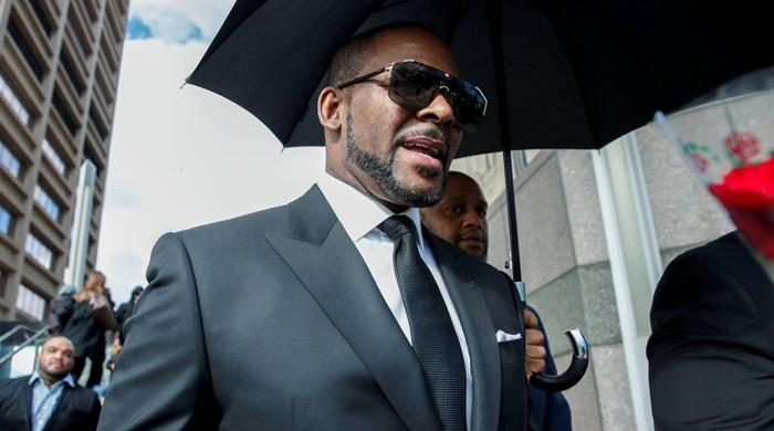 Singer R Kelly arrested in Chicago on federal sex crime charges