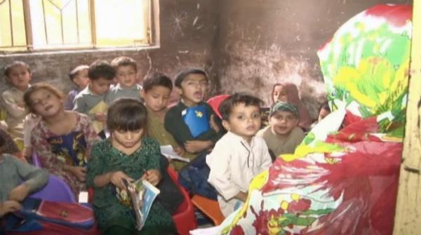 Rawalpindi woman teaches young children free of cost