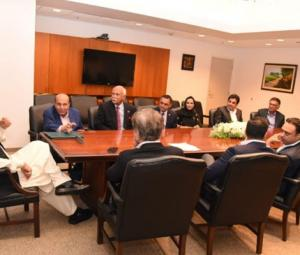 PM Imran meets Pakistani businesspeople during first US visit