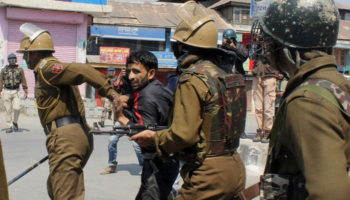 India to bring in food supplies to Kashmir as curfew remains