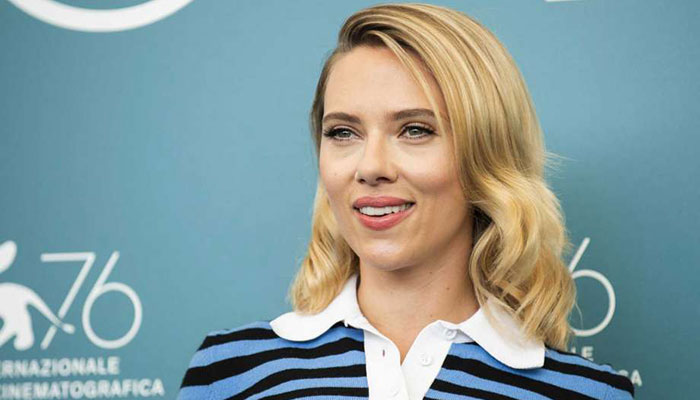 Scarlett Johansson Stands By Alleged Child Sex Abuser Woody Allen