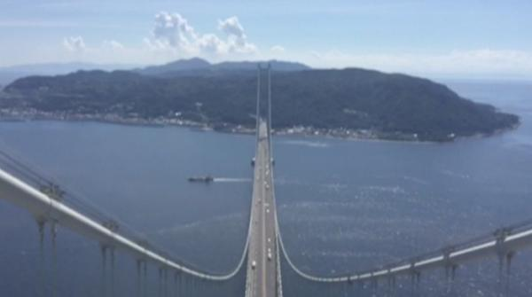 Akashi Kaikyo Bridge longest suspension bridge in the world