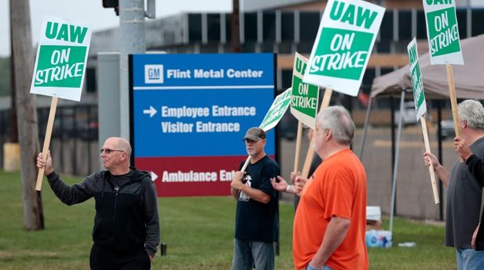 GM strike: Auto workers walk off job to protest impasse in contract talks