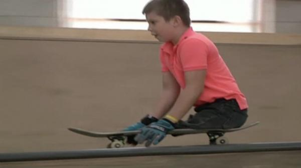 Russian kid skateboarder without legs