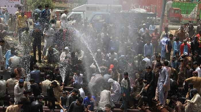 Heatwave continues to bake Karachi