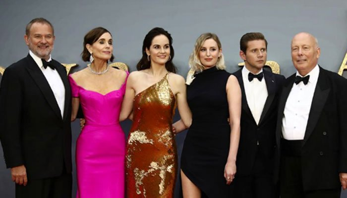 'Downton Abbey' enjoys a royal opening, beating Brad Pitt film