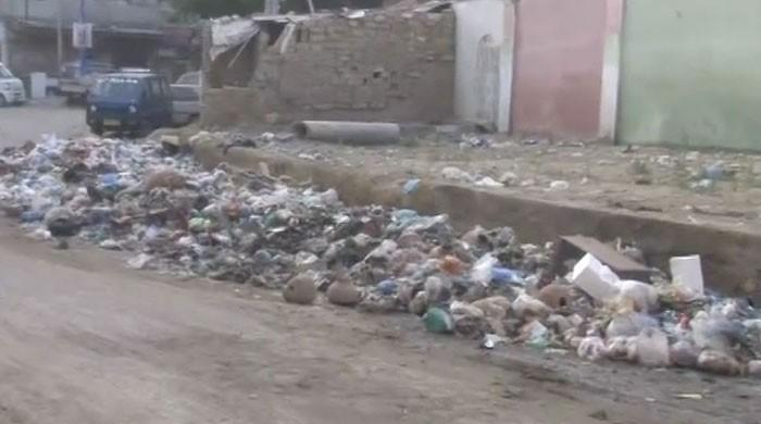 Karachi cleanup drive: After Malir, huge stones taken out from Shahrae Faisal's gutters