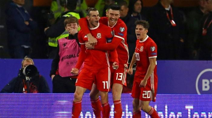 Bale on target as Wales´ Euro hopes on knife-edge