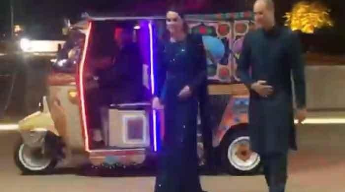 Kate Middleton, Prince William take rickshaw ride to Pakistan Monument in Islamabad