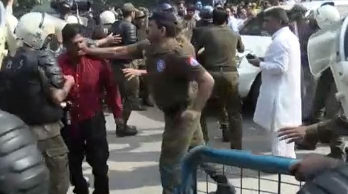 Punjab police unleash naked aggression on journalists in Lahore