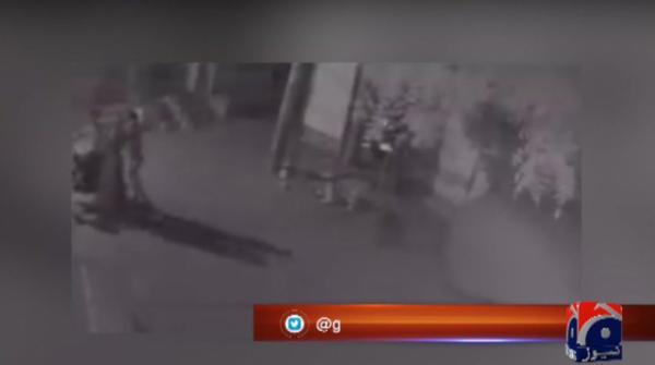 Brave Faisalabad woman tackles three dacoits, catches one