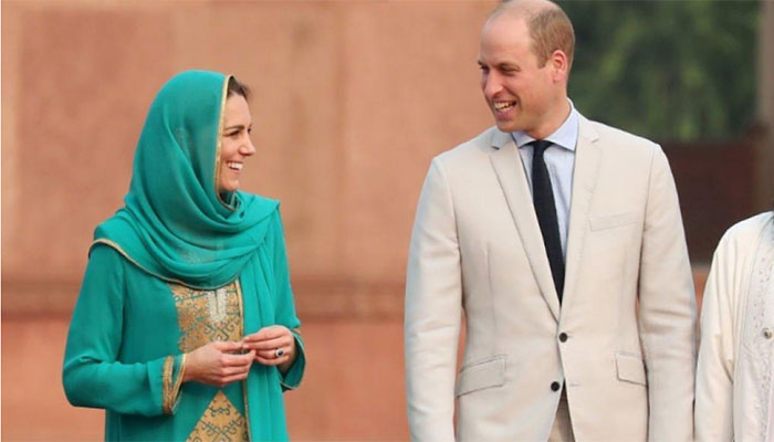 Prince William and Kate look at each other during their visit to Lahore's Mughal-era Badshahi Mosque