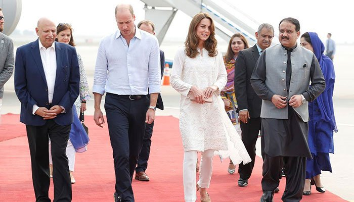Duke and Duchess: Royal plane aborts landing after Pakistan storms