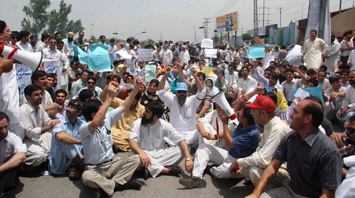 Patients suffer as Lahore medics continue strike for seventh day