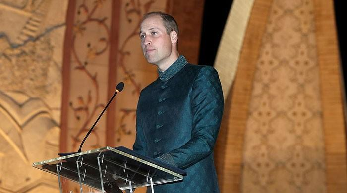 Who designed Prince William's sherwani?