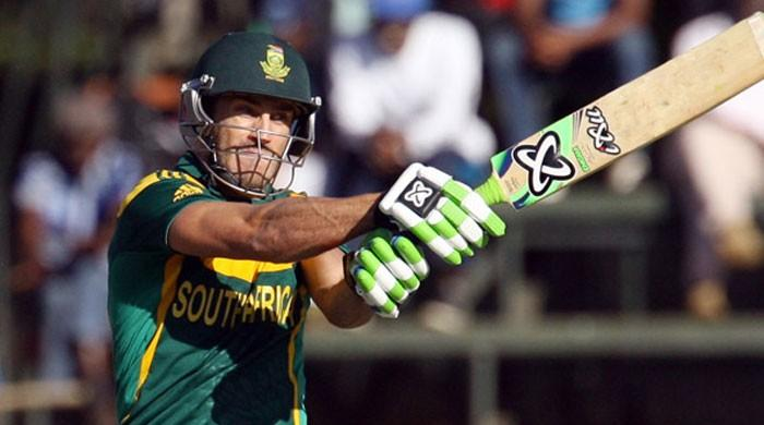 Du Plessis mulls substitute after 9 coin flip losses