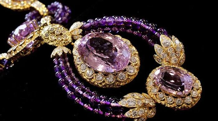 Elizabeth Taylor's personal treasures set for auction block