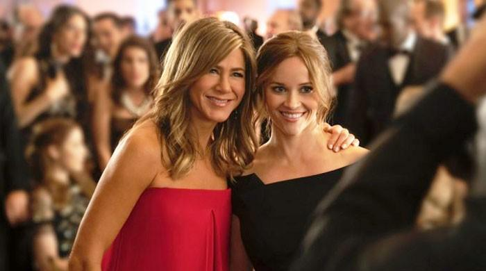 Jennifer Aniston, Reese Witherspoon reenact an episode from 'Friends'