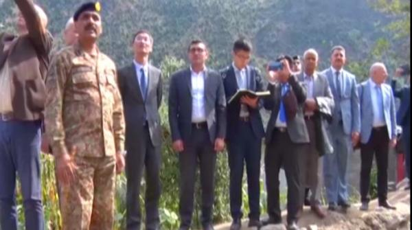 DG ISPR takes diplomats, journalists to AJK, challenges India to do same in IoK