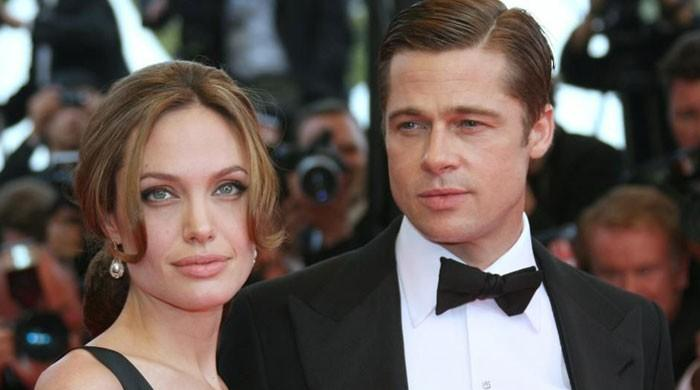 Brad Pitt wrote 'romantic notes' for Angelina Jolie while married to Jennifer Aniston