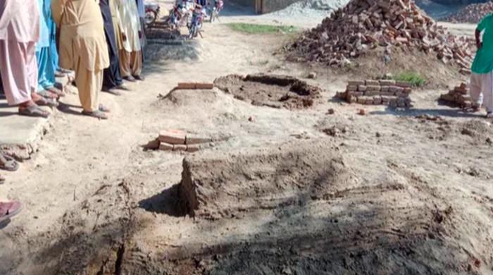 Men remove woman's body from grave, say she shouldn't be buried near feudal lords