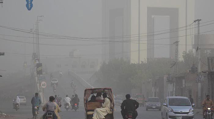 Smog, air pollution and oil
