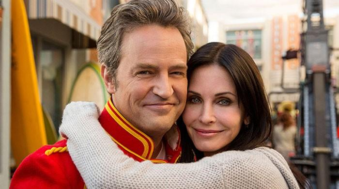 'Friends' star Matthew Perry 'in love' with co-star Courtney Cox?