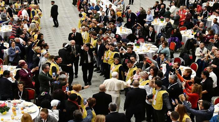 Pope hosts 1,500 poor and homeless for lunch