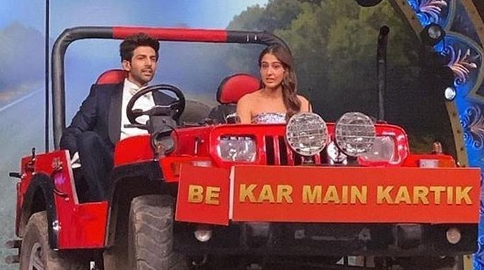 Sara Ali Khan, Kartik Aaryan quash dispute rumors with sweet onstage moment