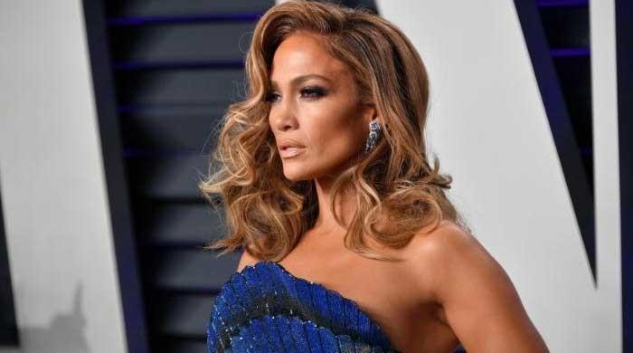 Jennifer Lopez's adorable reaction to a fan's request wins the internet