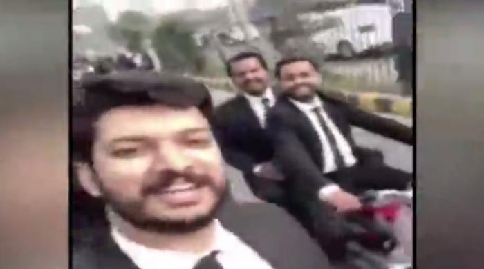 VIDEO: This lawyer threatened doctors before attacking Lahore hospital