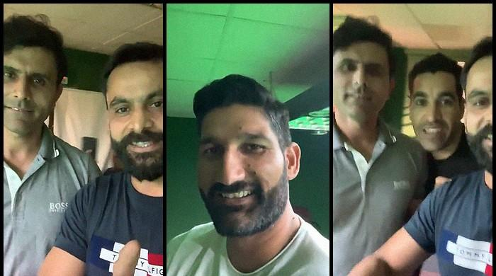 Hafeez, coach Razzaq share lighthearted moment over snooker table