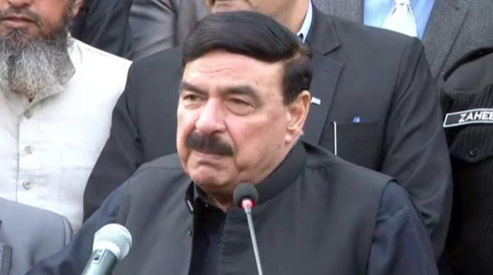 Protester throws eggs at bogie carrying Sheikh Rashid