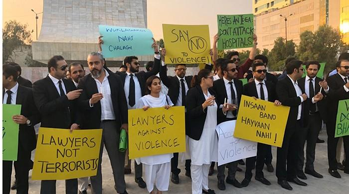 Lawyers in Karachi protest at Do Talwar against PIC attack