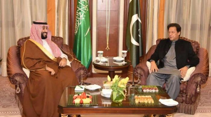 PM Imran calls for diplomatic solution to Middle East disputes in meeting with Saudi crown prince