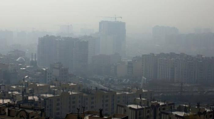 Smog forces schools to close in Iran