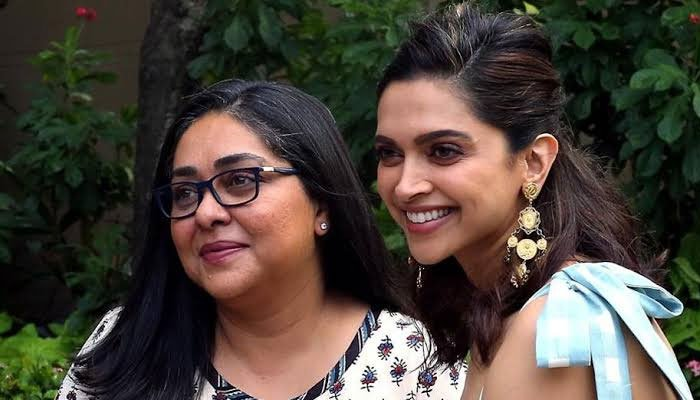 Deepika Padukone helps paparazzi to capture the flawless shot while promoting Chhapaak