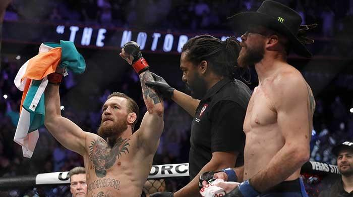 McGregor returns to UFC after demolishing Cerrone in 40-second technical knockout