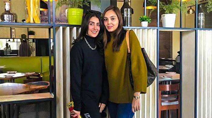 Ayeza Khan looks stunning as she steps out for breakfast date with friend